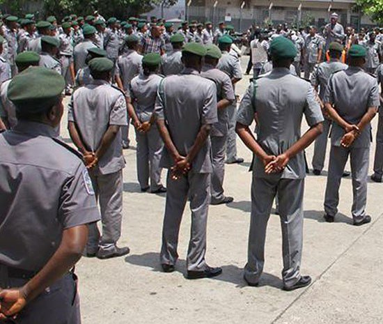Customs arrest 8 smugglers in Oyo