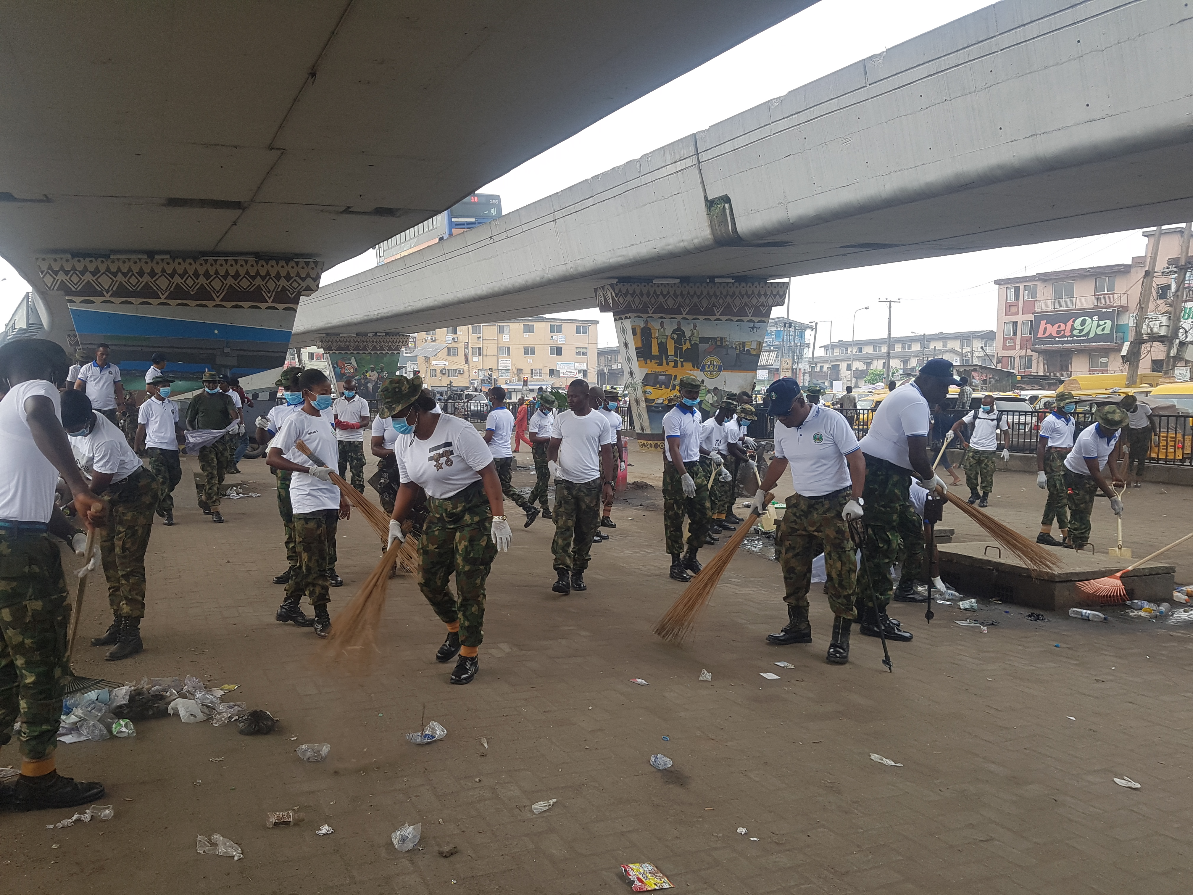 Army cleans up gutters in Ojuelegba