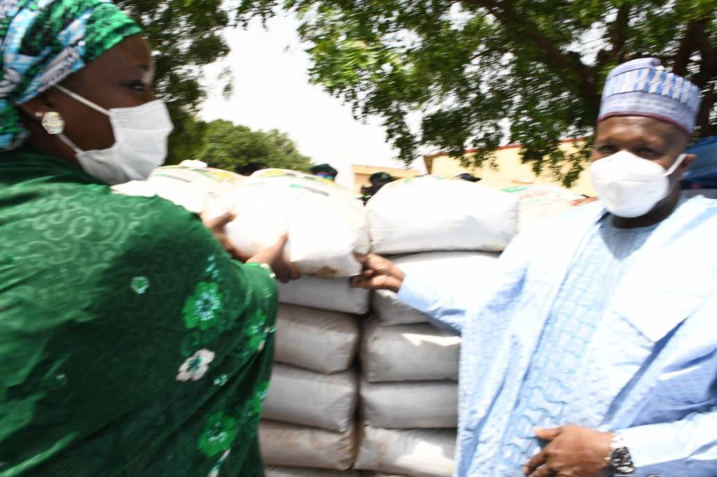 Gombe governor flags-off sale of fertilizers to farmers - Daily Sun