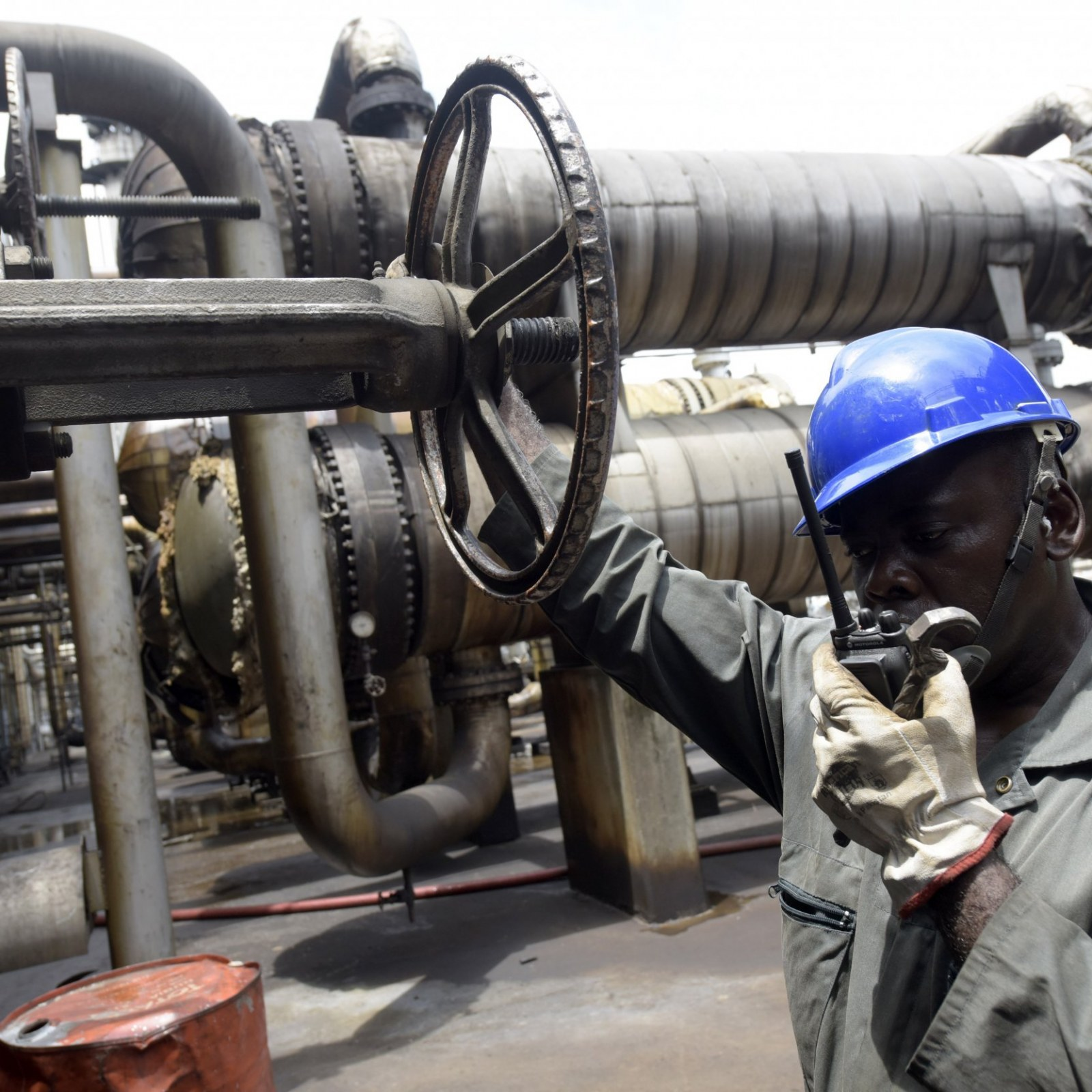 Declare state of emergency on refineries, oil & gas workers urge FG, lamenting N320 billion loss