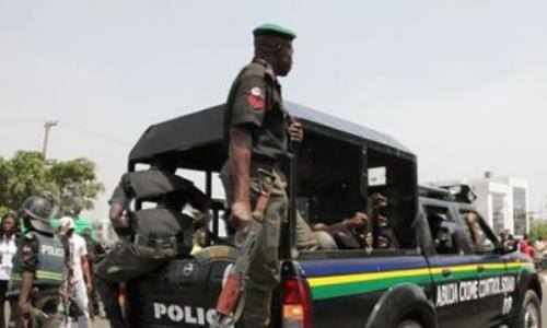 #EndSARS protest: Police clear barricades, take over roads in Lagos
