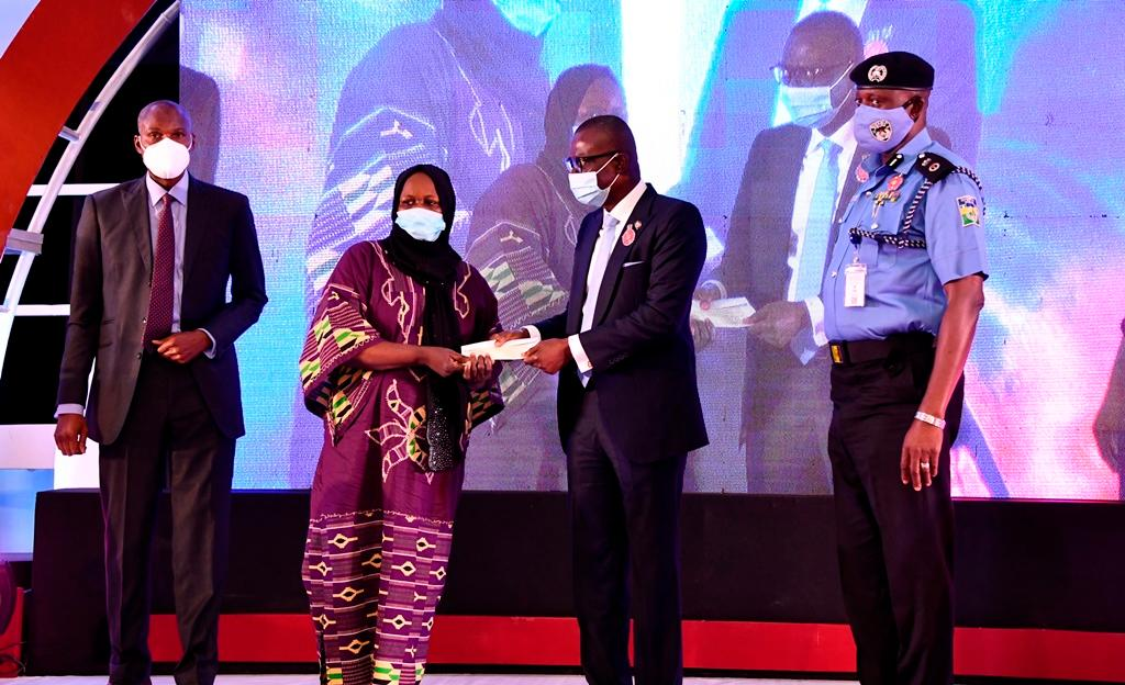 Sanwo-Olu doles out N60m, scholarships to families of slain police officers