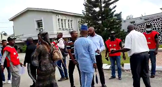 Lagos: JUSUN storms Federal High Court, evict workers